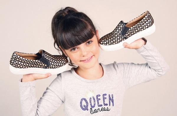 panchas doradas para nenas  - Ferli calzados invierno 2015