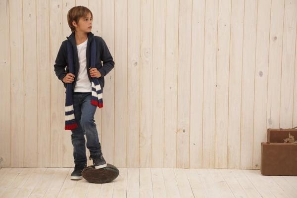 cardigan tejido y jeans niño mimo co otoño invierno 2017
