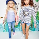 short con bolsillos sobresalidos y jeans bordado nenas Kosiuko primavera verano 2018