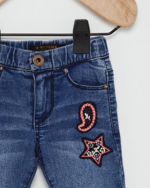jeans beba con aplique bordado Wanama otoño invierno 2018