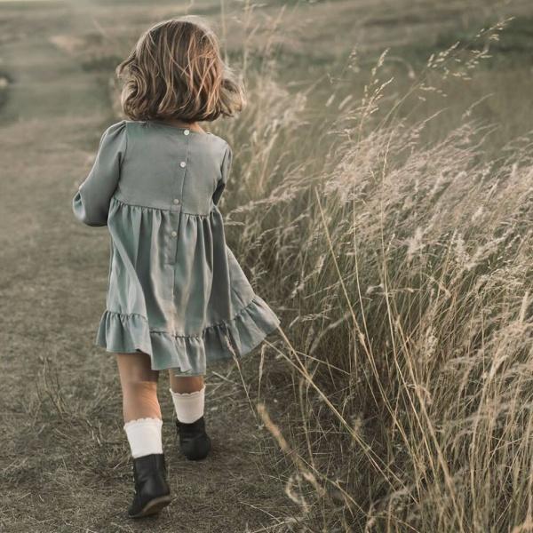 vestido corto mangas largas con volado en ruedo Pioppa otoño invierno 2018