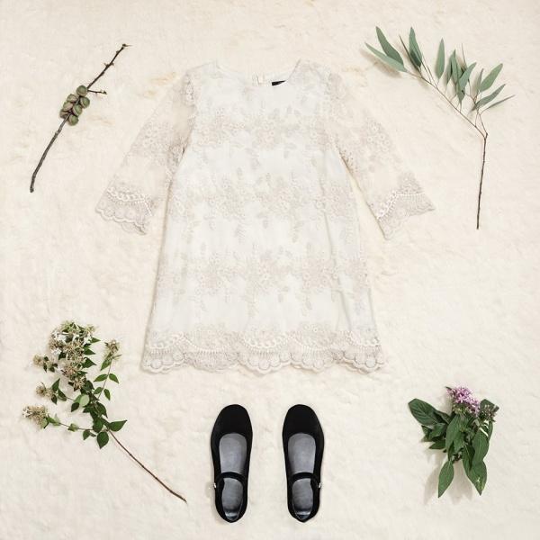 vestido corto mangas largas de encaje Little Akiabara invierno 2018