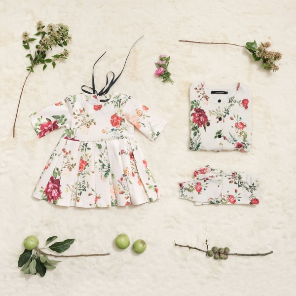 vestido corto tableado mangas largas beba Little Akiabara invierno 2018