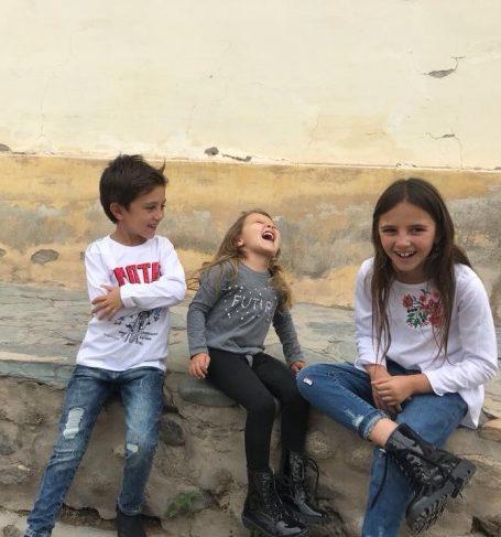 jeans y remeras mangas largas para chicos Gimos invierno 2018