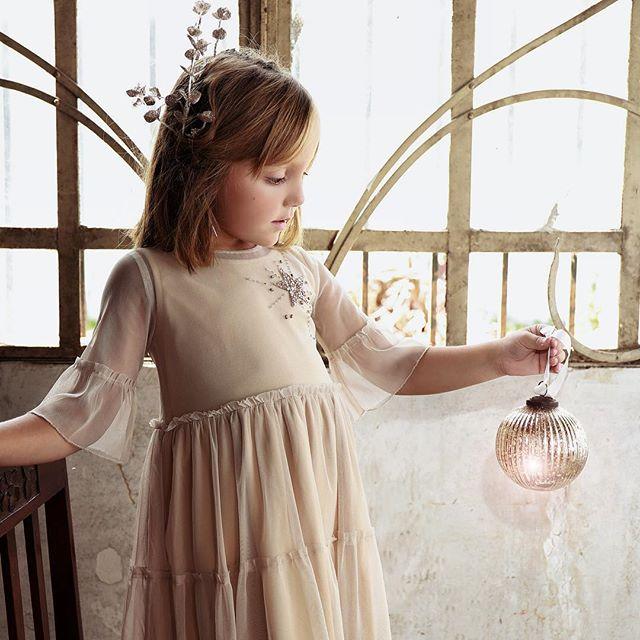 vestido beige niña para fiestas Gro otoño invierno 2018