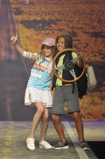 campera liviana y minifalda blanca niña bermuda y remera niño moda infantil verano 2019