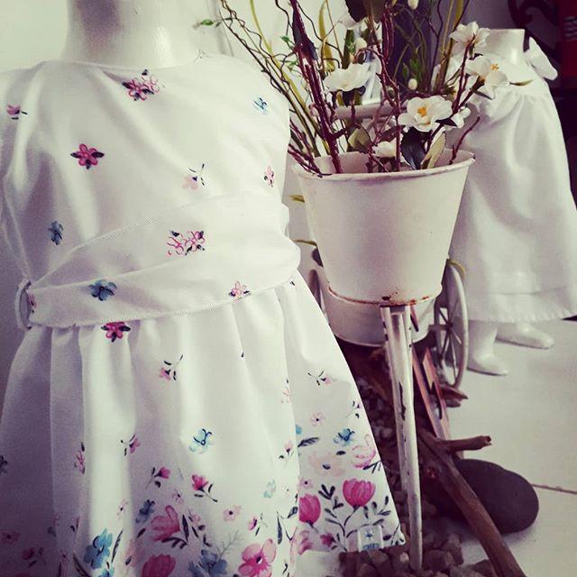vestido blanco para beba con flores Globito team verano 2019