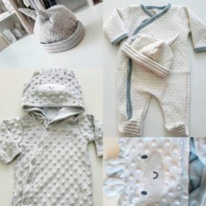 9c464a487 Yaby  nos muestra esta remera con estampa original combinada con un pantalon  a rayas para bebes.