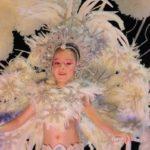 traje con plumas carnaval niña