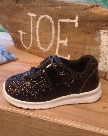 zapatilla negra con brillo niña Joe Hopi otoño invierno 2019 e1550705738521