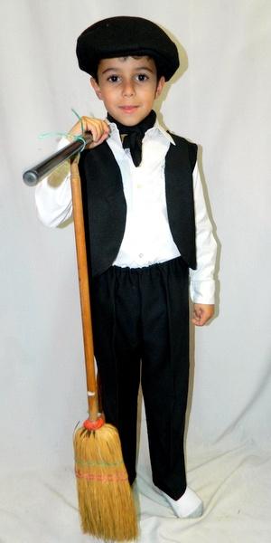 disfraz-escobero-niño-25-de-mayo