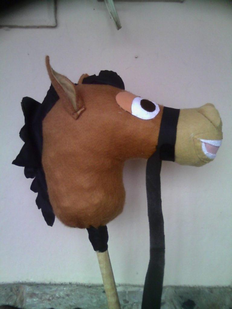 caballo-friselina-y-palo