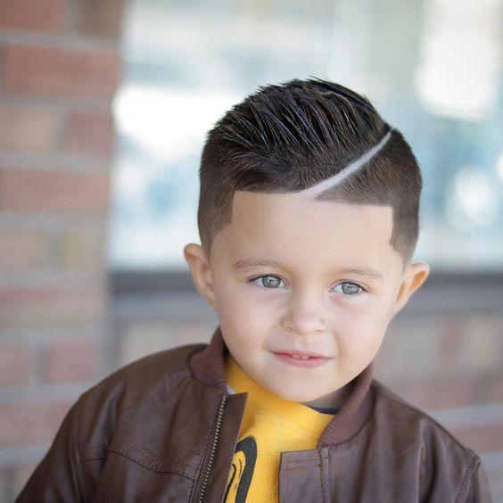 linea-ondulada-marcada-corte-moderno-de-pelo-para-niños