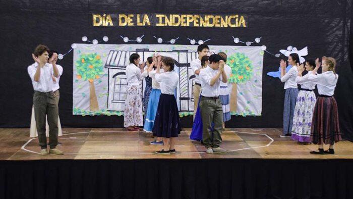 niños-baile-dia-de-la-independencia