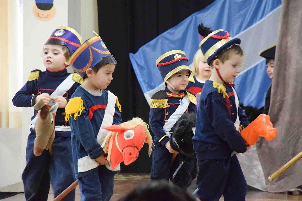 niños-granaderos-a-cabaloos