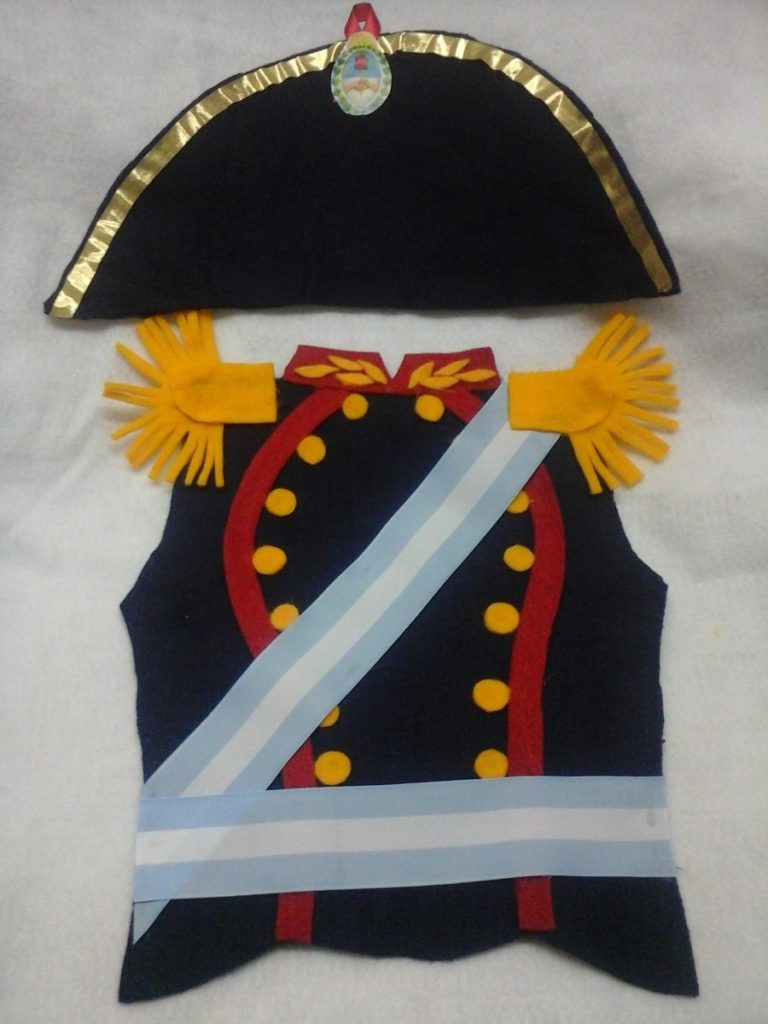 pechera-de-general-belgrano-con-gorro-disfraz-para-niños