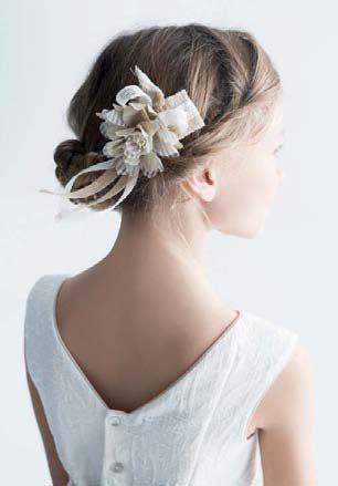 peinado-recogido-flores-y-moño-fiesta-comunion-niña