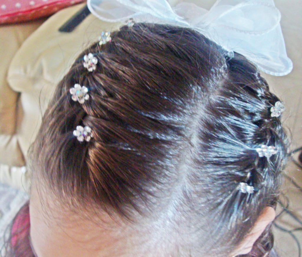peinados-con-trenza-y-flores-para-niñas