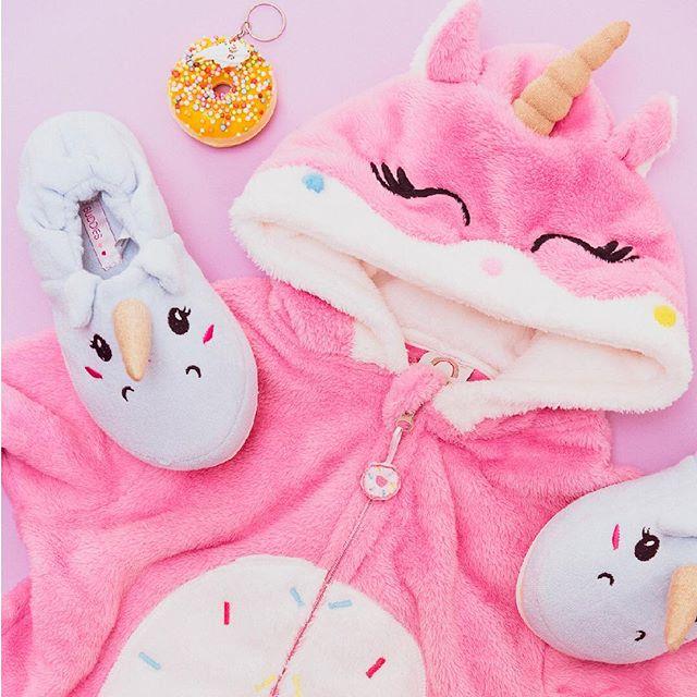 pijamas-y-pantuflas-de-plush-para-niñas-teens-Buddies-invierno-2019