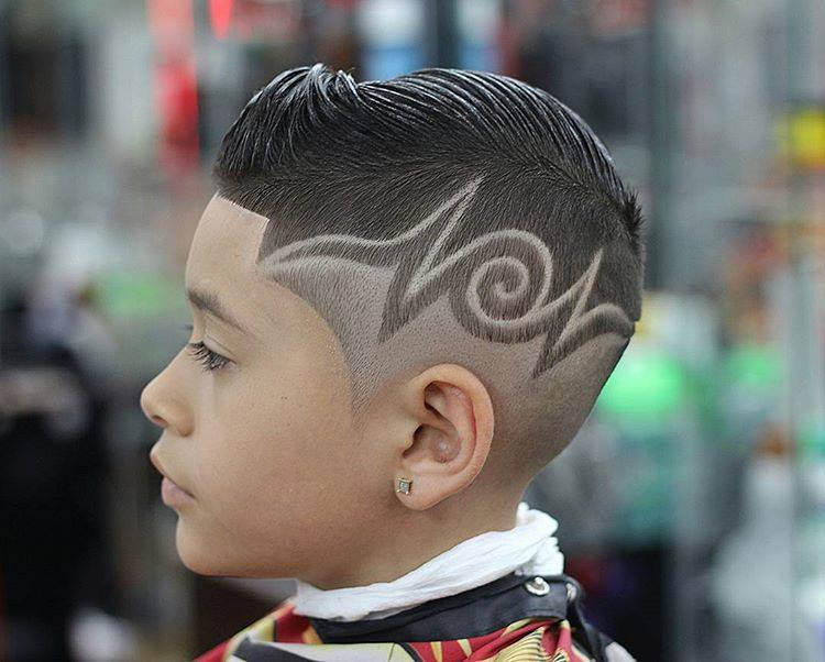 rapado-diseño-original-corte-moderno-de-pelo-para-niños