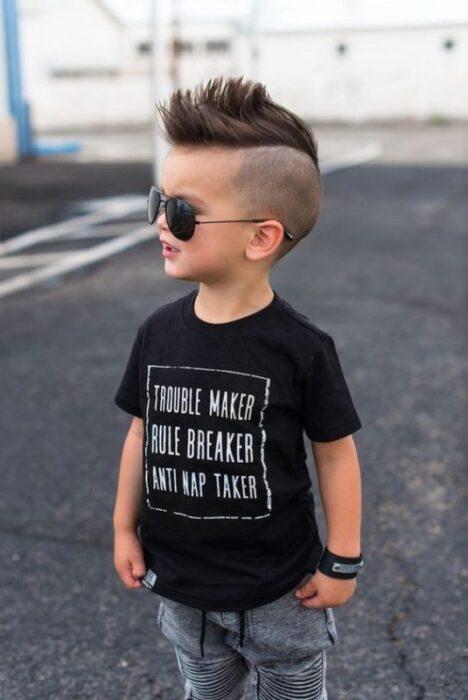 rapado-en-nuca-largo-arriba-corte-moderno-de-pelo-para-niños