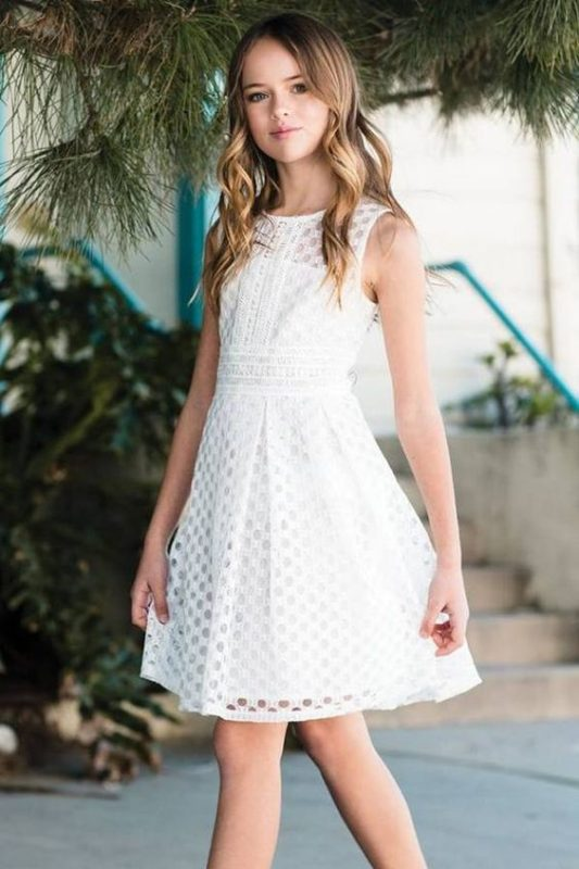vestido-blanco-calado-corto-de-niña-para-comunion