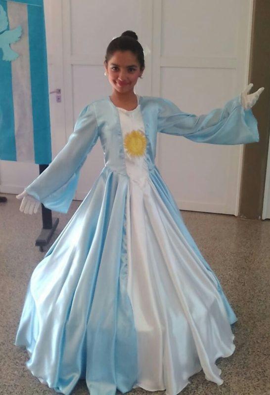 2c88e39ca Vestido de niña para representar la bandera Argentina – 20 de Junio