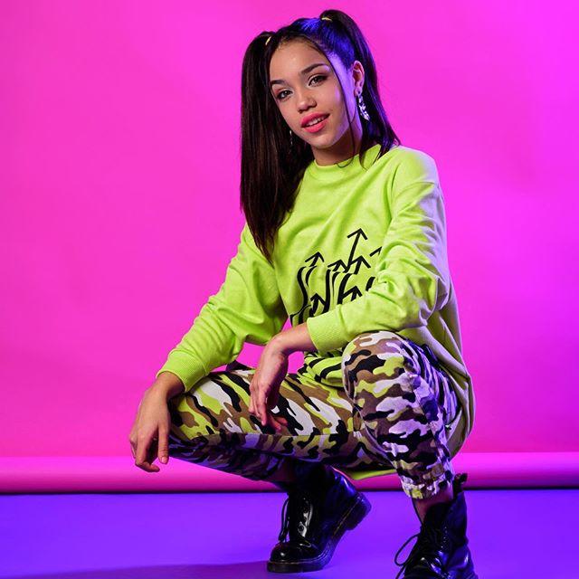 calza-camuflada-y-buzo-neon-para-pre-adolescentes-so-cippo-verano-2020