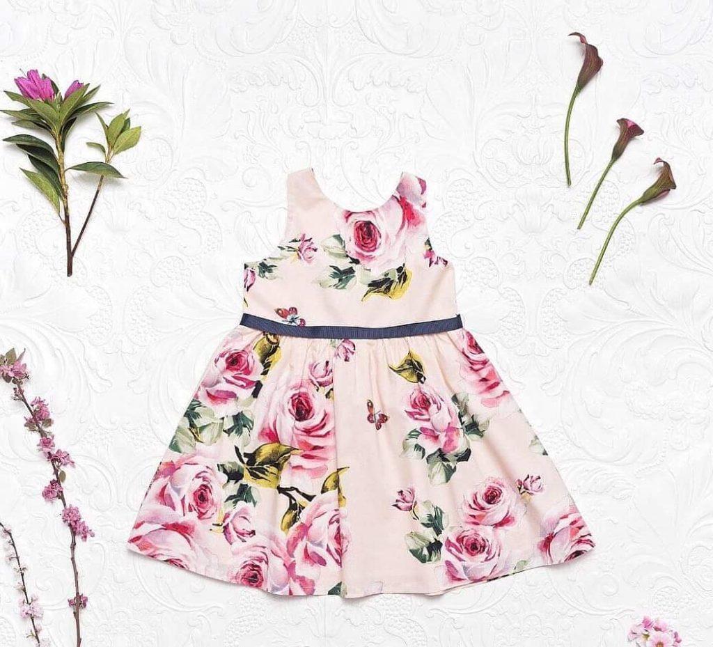 vestido-con-estampas-de-rosas-fiesta-para-niñas-Little-akiabara-verano-2020