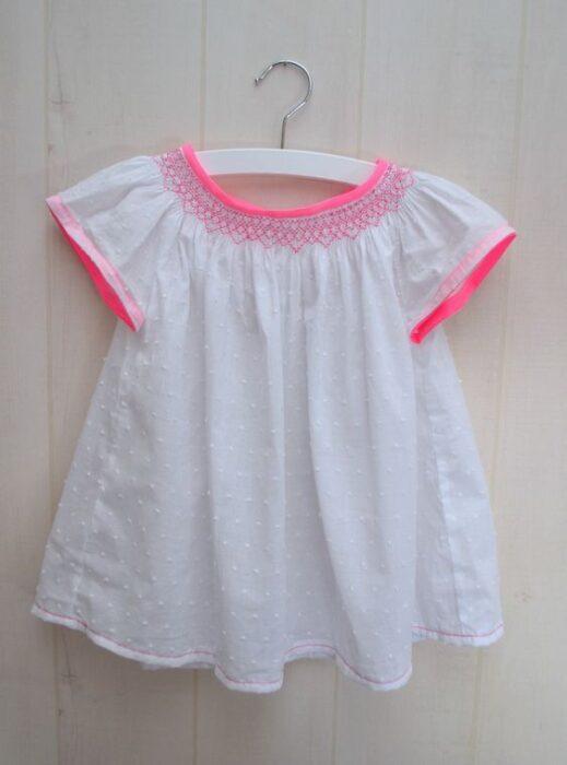 blusa-moderna-niña-con-punto-smock
