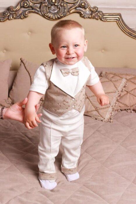 traje-beige-bebe-bautizmo-o-fiesta