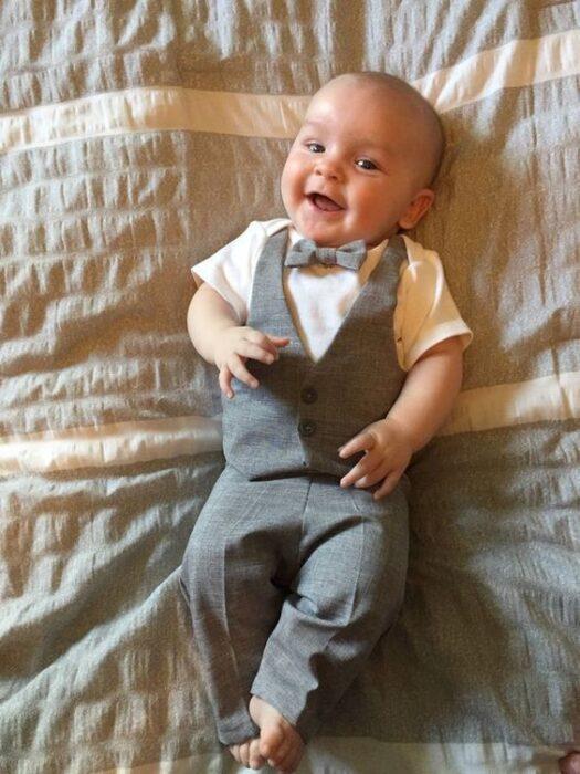 traje-gris-bebe-bautizmo-o-fiesta
