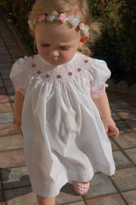 vestido-blanco-punto-smock-beba