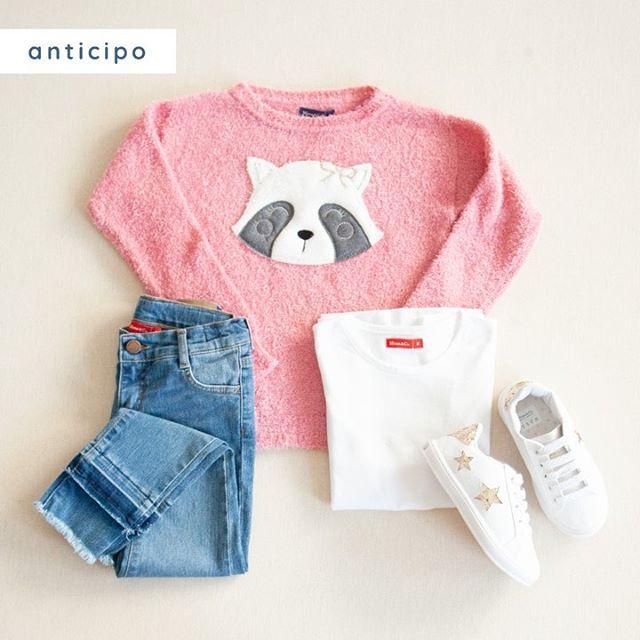 buzo-mapache-bordado-jeans-y-zapatillas-mimo-co-invierno-2020