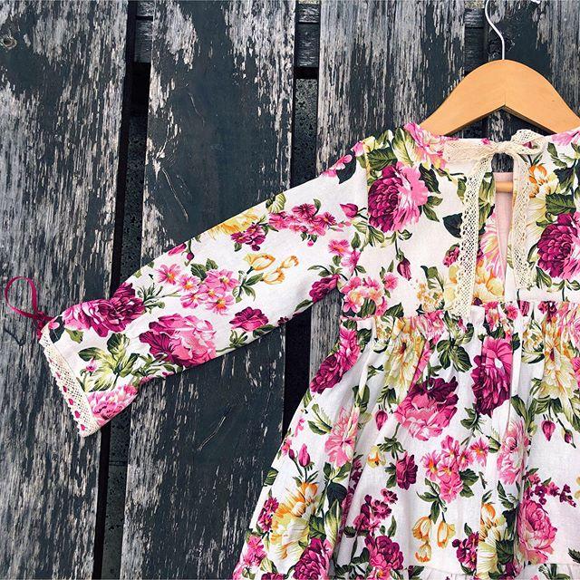 vestido con mangas floreado y puntilla para niñas waw invierno 2020