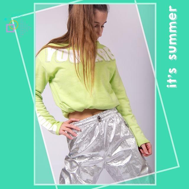 pantalon plateado y buzo rustico nenas Ce Pe verano 2021