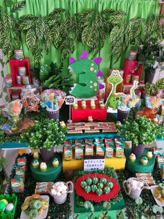 decoracion mesa cumpleanos de dinosaurios