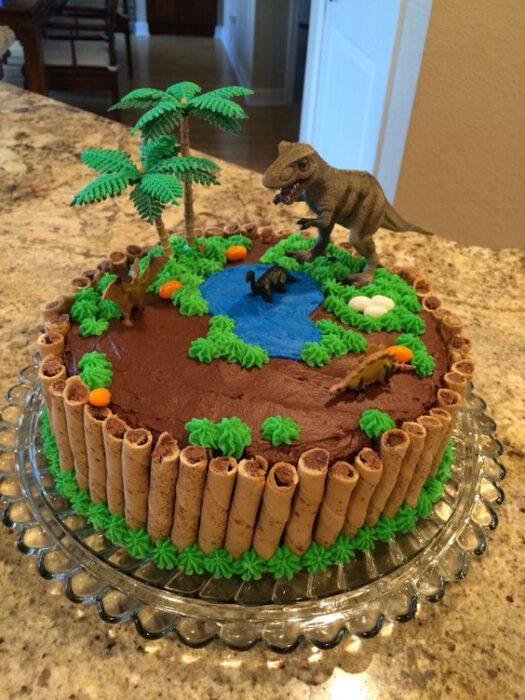 ideas faciles para decorar torta de dinosaurio