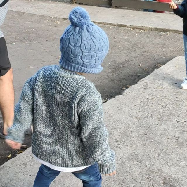 buzo y gorra lana nino swepper invierno 2021